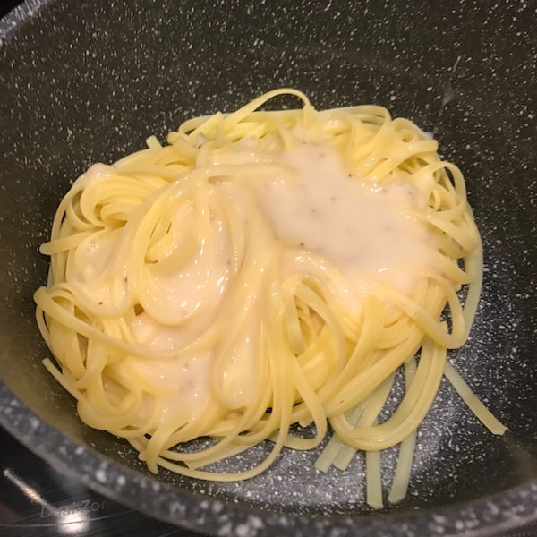 Pot with Vidalia dressing on the fettuccine pasta