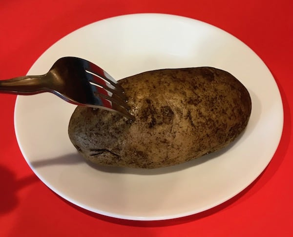 Potato pierced by a fork
